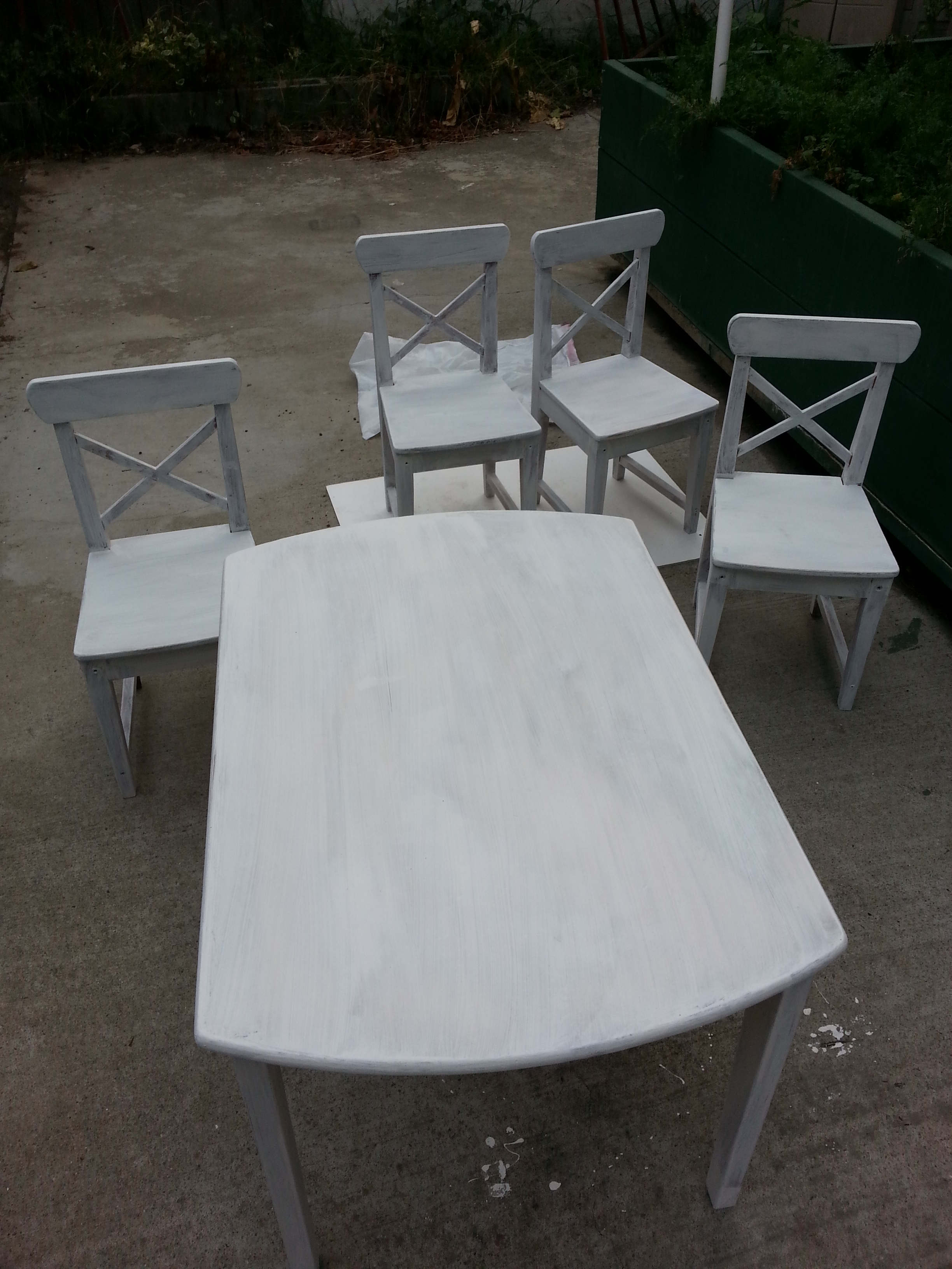 primed table and chairs